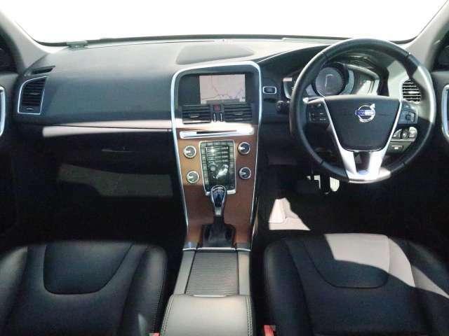 人気色のアイスホワイトXC60が入庫してきました!ホワイトのボディに黒革シートがとてもおしゃれなお車です。また、ディーゼル車のため、力強い走りをしてくれます。お天気の日にドライブはいかがでしょうか♪
