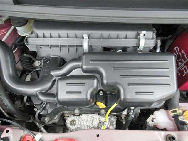 エンジンルームもきれいにクリーニング済み。