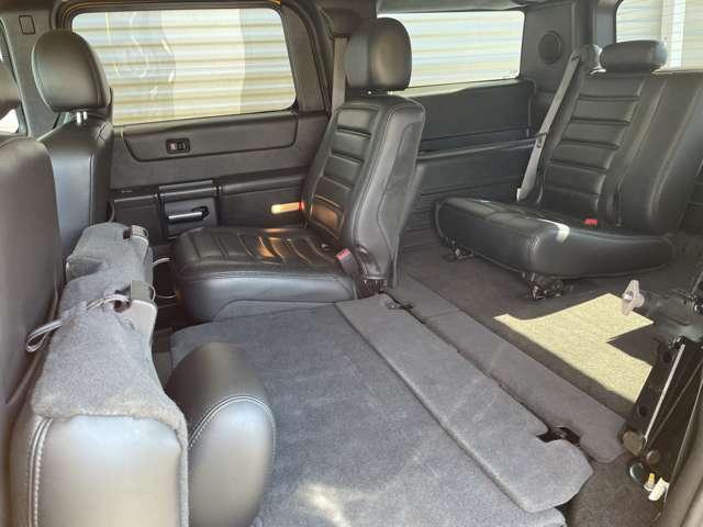 セカンドシートを折りたためばサードシートにも乗り込みやすくなります。荷物もガンガン詰めます。