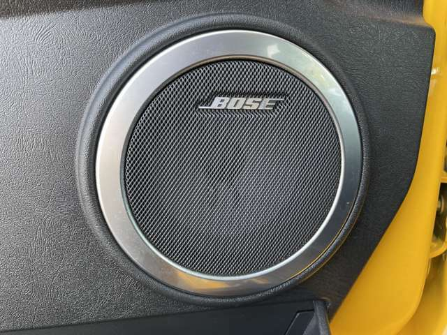 世界中の高級車のカーオーディオとして採用されているBOSEが標準装着されています。