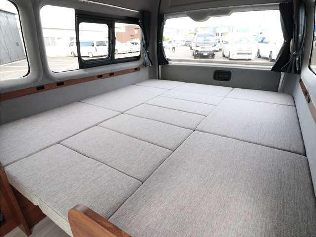 乗車定員8名!就寝3名(大人)大人数人が余裕で車中泊できる車内の広さを誇ります!荷物もたくさん載せられるので、アウトドアにはもってこいですね☆