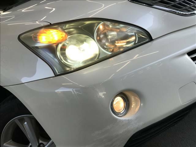 キセノンヘッドライトがついておりますので暗い夜道でも明るくてらしてくれますね!