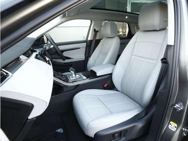 コンパクトとは言え、間違いなく「レンジローバー」であることがわかるインテリアの品質。英国車ならではのクラフトマンシップ溢れる造形です。