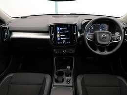 2020年モデル!XC40 T4 AWD モメンタム入庫しました!ワンオーナー!ホワイトルーフpkg!オプション19インチアルミ!シートヒーターやステアリングホイールヒーターなど快適装備が充実の一台!