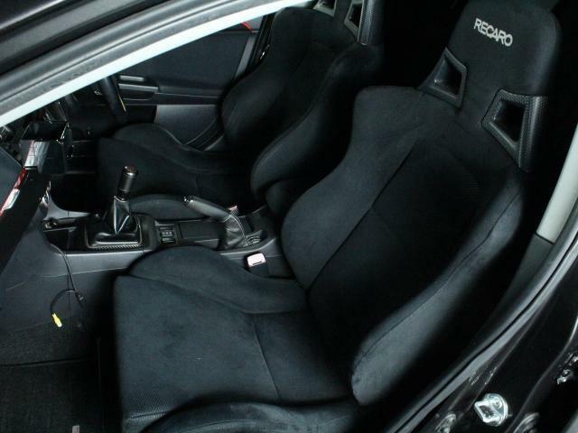 助手席も目立つキズや汚れはありません。気持ちよくご使用いただけます。