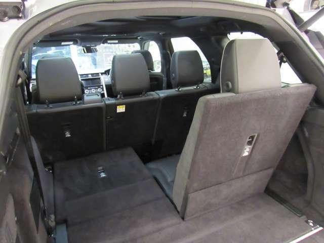大型のサードシートは180cmの男性でも座れます。