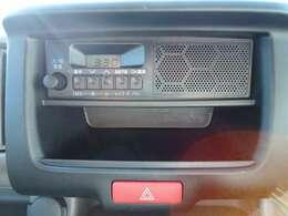 スピーカー内臓型で操作しやすいFM/AMラジオ★時計表示付きです。