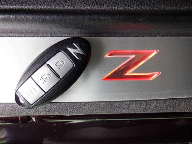 『Z専用インテリジェントキ-』機械的な鍵を使用せずに車両のドアの施錠/解錠、エンジン始動が可能なシステムです!