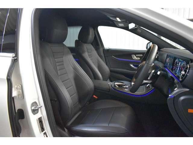 全席ヒーター&メモリー付ブラックナッパレザーシート(電動ランバーサポート機能付き)・前席は3パターンまでシートポジションをメモリーできる嬉しい装備付です。