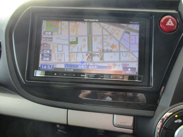 カロッツェリア製メモリーナビが付いてます♪地デジの視聴やBluetooth接続もできます。