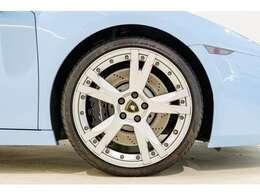 フロントリフター付きですので段差も安心です。タイヤは2019年11月に4本新品交換後450キロしか走行してません。