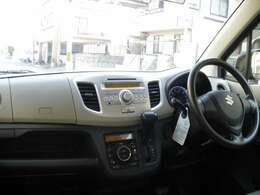 安心装備のダブルエアバック装備に便利なキーレス車!