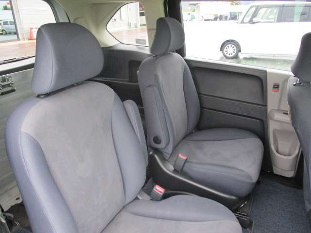 後部座席側も広々としていてとても快適ですよ!