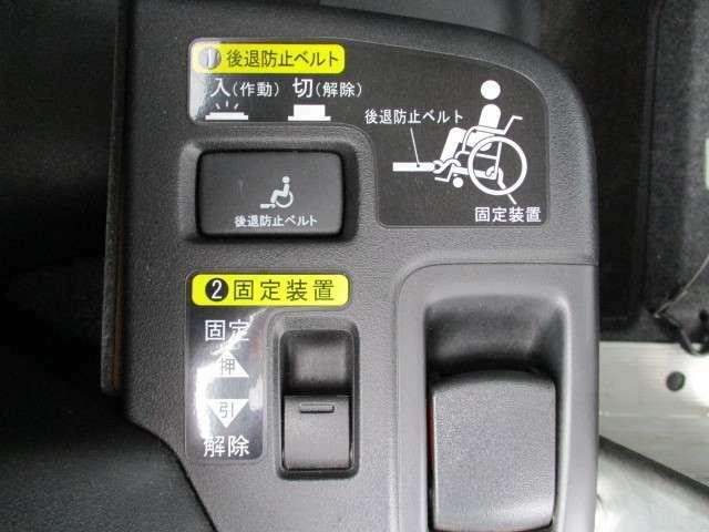 とても簡単に車椅子を積む事が出来ますよ