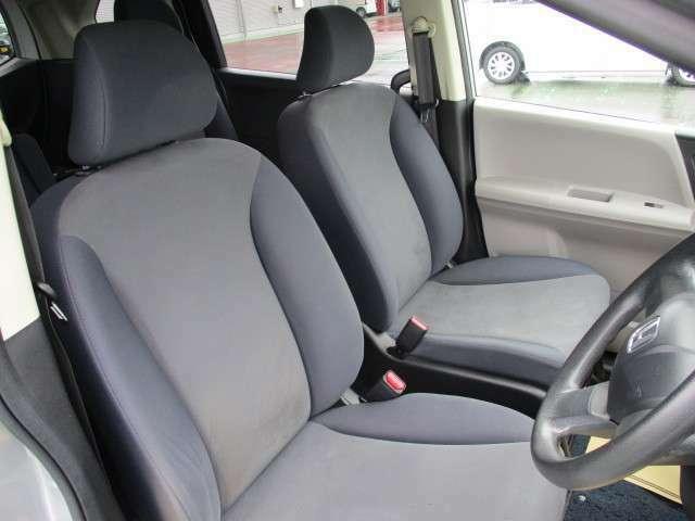 運転席側も広くてとても運転がしやすく快適に過ごしていただけます!
