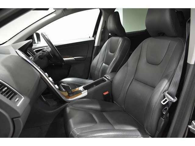 レザーのコンディションも良く、整形外科医と共に考えだされた、疲れにくいフロントシート。シートヒーター付き。
