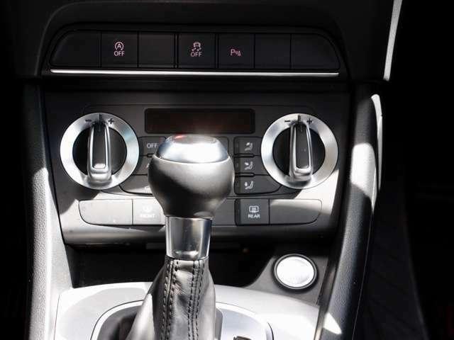 ダブルエアコンのスイッチです。操作性も良く デザインもアウディーならではです。