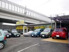 高速『名古屋インター』から約10分!展示場にはルノーを中心とた車両がずらり並んでもおります!