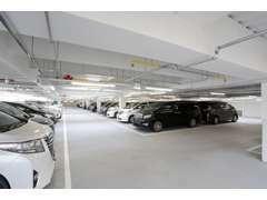 立体駐車場を完備しており、300台OVERの第3者鑑定付き車両を展示しております。