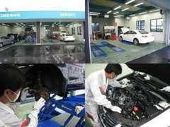 ★整備工場★指定工場には、4ピットに3台のリフトでタイヤ面からリフティング。ホンダ専門メカニックがしっかり対応致します。