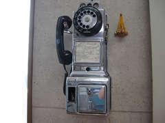 U.S.シカゴ市の公衆電話です。なんと驚きの使用可能状態です!アナタからのお電話おまちしています♪