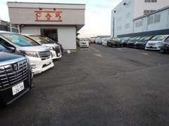 千葉・茨城に8拠点を展開中。グループ総在庫約1000台です。
