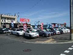 店頭には常時30~45台があります。一台一台個性的は車があります