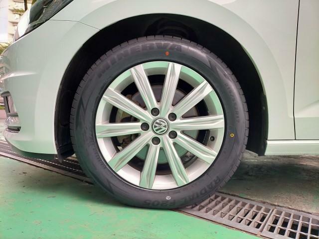 17インチ純正ホイールは目立つ傷はなく綺麗な状態です。タイヤは新調しております。
