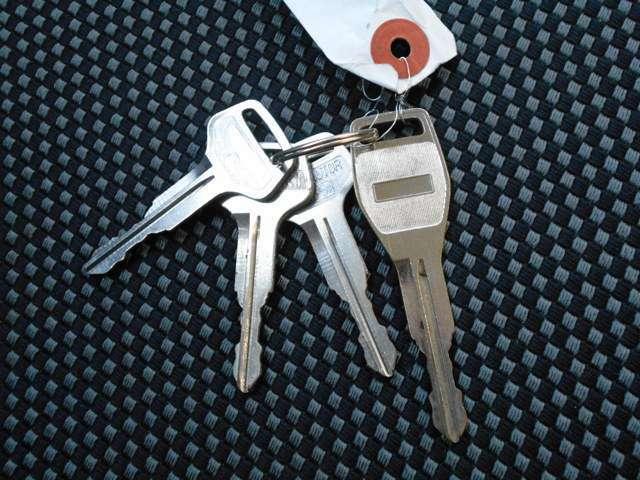 鍵はスペアも作成されており、4本ございます。
