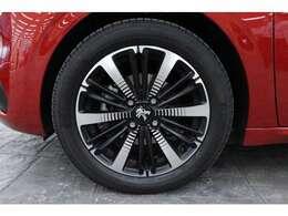 2トーンカラーの16インチアルミホイールを装備しています!タイヤサイズは前後共に195/55 R16です。