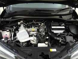 ダウンサイジングターボエンジンは爽快な走りと優れた燃費性能!! エンジンルームまでピカピカに仕上げているのが秋田トヨペットの中古車です!