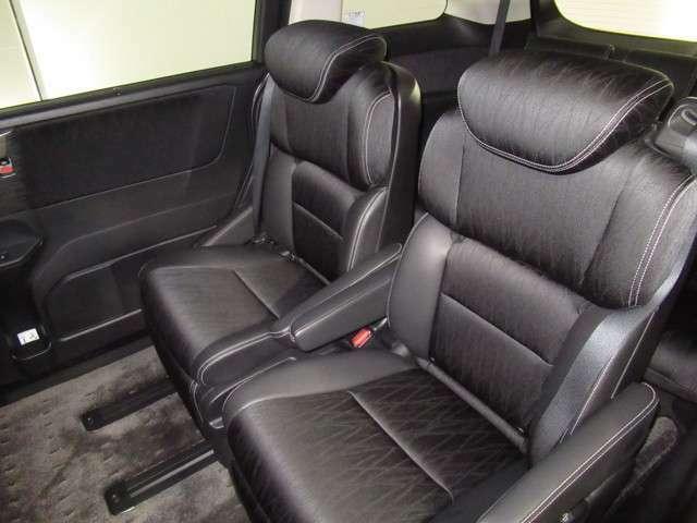★2列目セパレートシート★ 2列目のシートは、独立したセパレートシート!体をつつみこむので、長距離ドライブも快適に楽しめます!