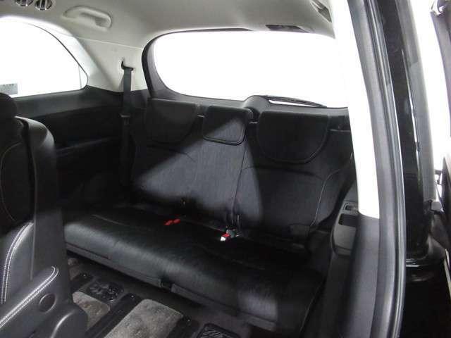 ★3列目シート床下収納★ 3列目のシートは、床下に収納できます。荷室が平らになり、荷物の出し入れがとてもしやすいお車です!たくさん荷物もつめます!