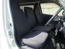 シートの使用感はございますがきれいな状態を保っております。ご納車前のクリーニングも行います!
