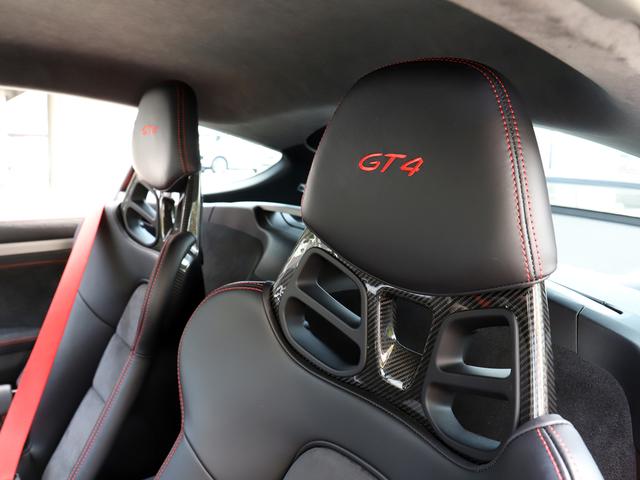 フルバケットシートにもGT4の刻印が目立ちます