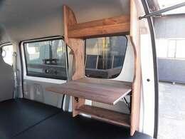 サイドテーブルは木材で制作の専用品です。