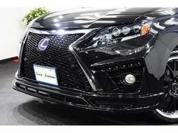 SUVの中でも人気の高いRXハイブリッドでございます!当社では車体はもちろんボディーの塗装にもこだわってお客様にご提供しております!