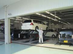 車検・各種整備を自社整備工場・板金工場にて対応致します。