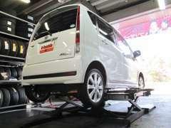 タイヤ交換専用リフト導入により、スピーディーで安心な作業をご提供しています!!
