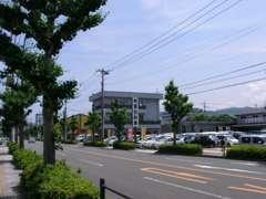 倉吉郵便局となりで営業しています。お気軽にお立ち寄り下さい。