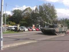 通称戦車通りに面してます!!訪問時には戦車を見ることが?!