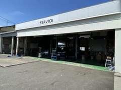 サービス工場を併設しておりますので、購入後のアフターサービスも安心です。ちろん車検・点検・整備のみのお客様も大歓迎です。