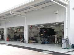 オートテラスはアフターサービスも充実!日常点検や車検もお任せ!プロの整備士が皆様の愛車を徹底して点検、整備致します。
