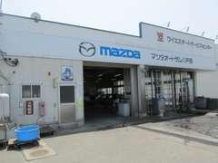 自社サービス工場完備。車検・鈑金はもちろん、購入後のアフターも安心です。