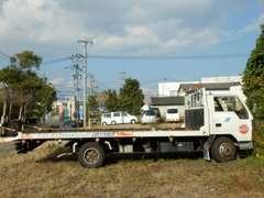 納車時や車検の切れたお車も自社の積載車でお伺いします。