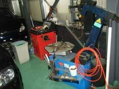 タイヤチェンジャーバランサー完備しています。タイヤ交換OK