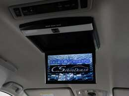 人気装備のリアモニターを装着!ワイド画面のアルパイン製フリップダウンモニター搭載!!DVD機能も完備しております。後席にお乗りになる方やお子様も快適にお過ごし頂けます!!