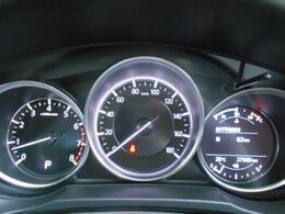 走行距離は27,600km程です。フロントガラス照射タイプのアクティブドライビングディスプレイを標準装備しています。前方より視線をはずすことなく、情報を確認することができるアイテムです。