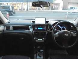 ★インパネ廻りの写真です。フロアーATですので、運転がしやすいです。カロッツェリアHDDナビ付きですので、ドライブやご旅行にとても便利です。