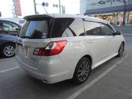 ★リヤ・サイドビューです。リヤドア・リヤサイド・リヤガラスはプライバシーガラスですので外から車内が見えにくくなっております。